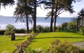 Maison rénovée d'environ 100 m² avec vue mer.