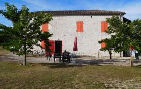 Labouysse est une maison de vacances campagnarde avec un lieu idéal pour décompresser totalement et profiter des alen...