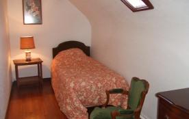 chambre avec 1 lit simple