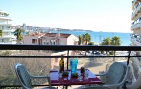 Idéalement situé dans une résidence en bord de mer cette location studio vacances avec vue mer vo...