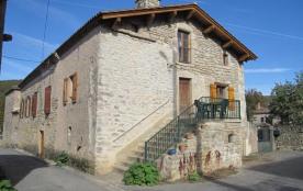 Au cœur des gorges de l'Aveyron, maison ancienne sur 3 niveaux, mitoyenne, rénovée (charpente app...