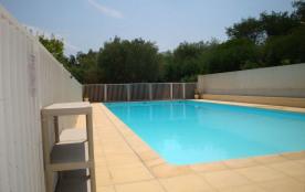 Coquet appartement pour 4 vacanciers, piscine, vue mer, parking.
