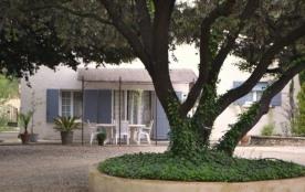 Gîte situé dans une partie de la villa des propriétaires, dans un ensemble résidentiel, sur un te...