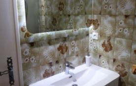 La salle de bains N°2 au RdC
