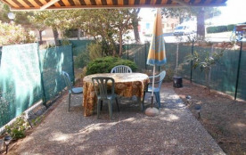SAINT PIERRE LA MER Appt Studio cabine en rez de jardin piscine