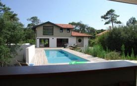 Superbe villa entièrement rénovée entre lac et océan pour 10 personnes.