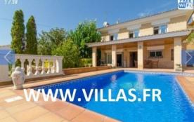 Belle villa d'environ 120 m² habitables, indépendante, avec piscine privée et située dans une rue...