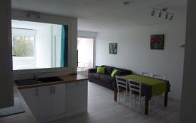 Très joli 2 pièces équipé pour 4 personnes situé dans une résidence proche de la plage, des petit...