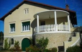 Appartement dans maison de village rénovée. 1er étage.
