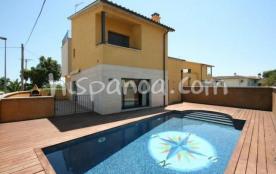 Cette villa à Sant Pere Pescador de 150 m