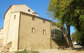Situé à la porte des Gorges du Verdon, à proximité du Parc du Lubéron, le Moulin St André, baigné...