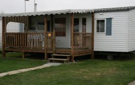 Spacieux avec près 30 m² d'espaces à vivre, le mobil-home Grand Confort peut accueillir de 2 à 6 personnes selon le m...