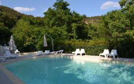 Chalet 5 personnes au camping Le Barutel, situé dans les Cévennes Ardéchoises et au bord de l'Ardèche, sur la commune...