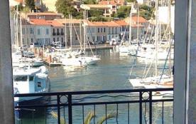 vue du balcon sur les voiliers