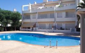 Résidentiel très agréable avec piscine communautaire.