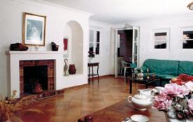 Campagne Berard, Ancienne bâtisse comprenant 6 gîtes indépendants.