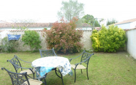 repas a l'extérieur + barbecues et parasol