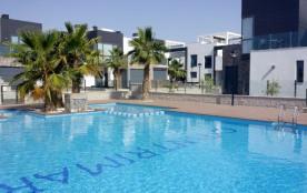 Luxe gelijkvloers appartement nabij zee en golf, rustig