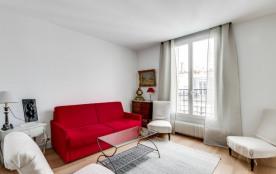 Charming apartment overlooking Montmartre.