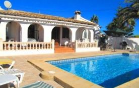Maison idéale pour les familles, située dans la zone de Moraira Benimeit.