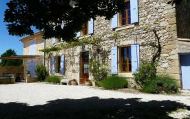 Gîtes de France Le Grenadier. Mas indépendant de caractère du XIXe siècle rénové en 2002, en pierres apparentes sur 1...