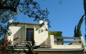 Il s'agit d'une maison de vacances typiquement provençal, située à St Maximin (Languedoc-Roussillon) à 30 km d'Avigno...