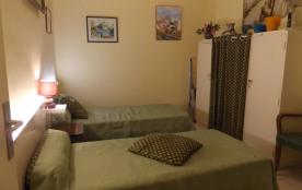 chambre 2 deux lits en 90 CM