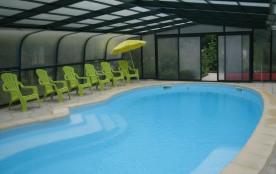 Villa rénovée avec piscine couverte ch