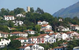 Tour et colline de Bordagain à Ciboure
