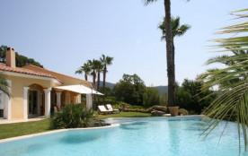 Trés agréable villa avec magnifique vue, grande piscine et au calme