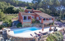 Belle proprieté de 160 m2 avec piscine à 900 m du village à pieds , Var, Provence-Alpes-Côte d'Azur, France