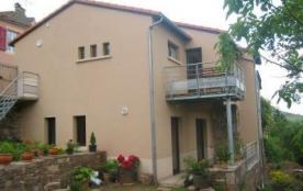 Vous séjournerez en lisière du village de Melvieu, dans une maison comprenant une partie rénovée ...