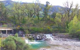 Le pont d'accès sur L'Ouvèze