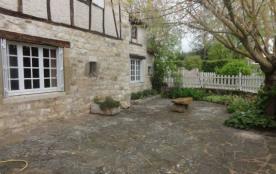 Maison indépendante, sur 2 niveaux, au calme dans un cadre champêtre avec vue sur la bastide Cord...