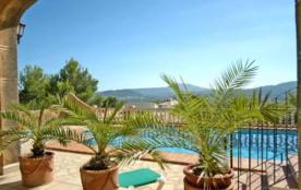 IB-428 - Villa avec piscine privée située dans une zone résidentielle boisée et ensoleillée sur l...