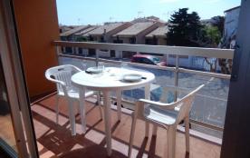 Résidence Les Albères - Appartement 1 pièce, spacieux avec balcon et salon de jardin.