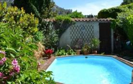 villa provençale avec piscine et charmant jardin