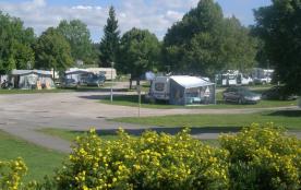 Camping Le Champ de Mars, 123 emplacements, 10 locatifs