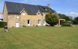 Maison mitoyenne situé dans ce bourg tranquille de la Baie du Mont Saint Michel situé entre Avran...