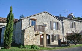 Appartement à l'étage d'un moulin à eau Charentais restauré, à 1 km du village de Bunzac (35 m²).