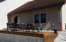 Situé à Crenans, un charmant petit village du haut Jura, nous vous proposons notre gîte pour 8 à 10 personnes !