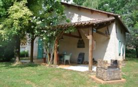 « La maison du rocher ». Maison de campagne rénovée avec goût de 96 m², annexe du Château - Hôtel de Nieuil, située d...