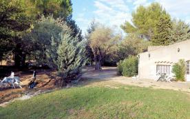 Appartement 45M2 dans Mas Provençal de charme au calme, proche mer et au milieu des vignes. Tout équipé y compris jardin