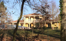 La maison par un jour de soleil en hiver