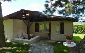 Petite maison individuelle sur terrain clos, à proximité de celle de la propriétaire.