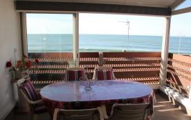 Joli appartement duplex avec une trés belle vue sur l'océan à 50m de la plage