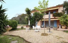 Bas de villa, grand jardin plage à 100 m