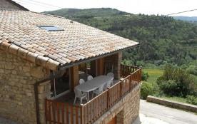 Joli gîte en pierre de pays, de très bon confort, aménagé dans le petit hameau tranquille de Valo...