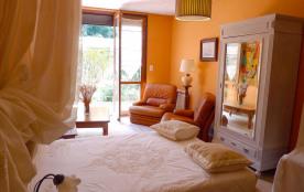 Appartement de 56m2 unique dans villa habitée par le propriétaire. Piscine chauffée Terrasse couverte WiFi