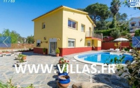 Villa CV CRISTI - Cette belle villa est située entre les belles collines verdoyantes de l'urbanisation Creu de Lloret.